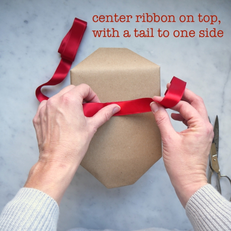 w18-center-ribbon-with-tail-text
